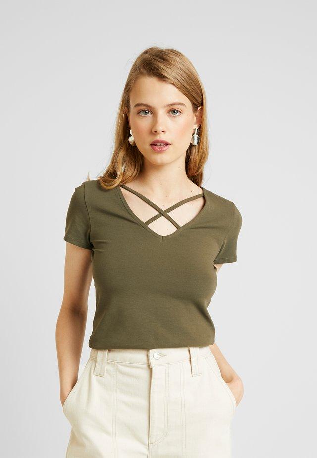 ONLLIVE LOVE UP FRONT  - Camiseta estampada - kalamata