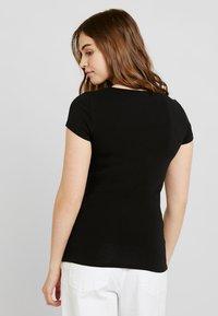 ONLY - ONLLIVE LOVE UP FRONT  - T-shirts med print - black - 2
