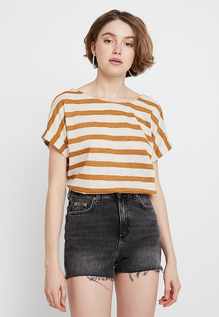 ONLY - ONLRILL CROSS BACK - T-Shirt print - golden brown/cloud dancer