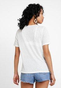 ONLY - ONLRILEY O NECK - T-Shirt basic - cloud dancer - 2