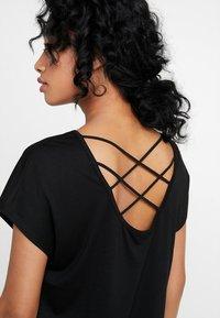 ONLY - ONLMIMI - T-shirt med print - black - 4