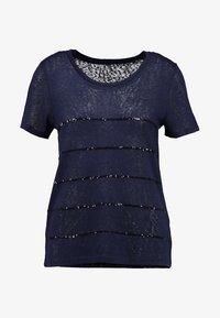 ONLY - ONLRILEY SEQUINS - T-shirt imprimé - night sky - 4