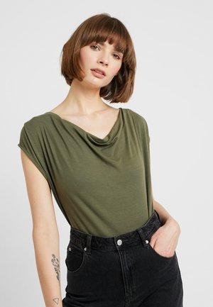 ONLEARLENE DRAPY - T-shirts med print - kalamata