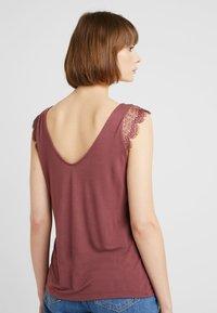 ONLY - ADELINA - Camiseta estampada - wild ginger - 2