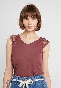 ONLY - ADELINA - Camiseta estampada - wild ginger - 0