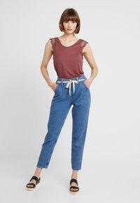 ONLY - ADELINA - Camiseta estampada - wild ginger - 1