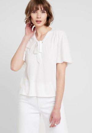 ONLSISSY BOW - T-shirt print - cloud dancer