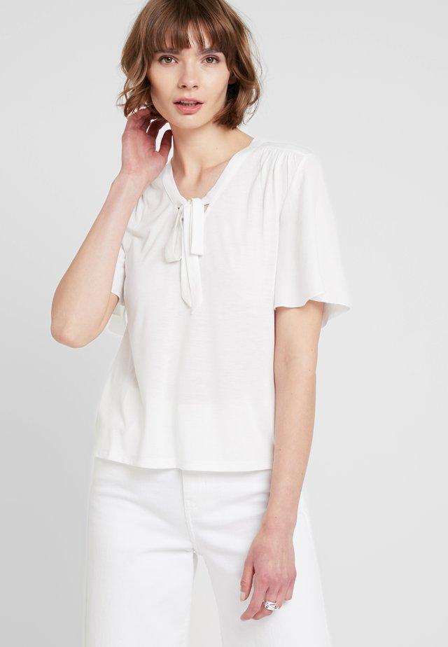 ONLSISSY BOW - T-shirt con stampa - cloud dancer