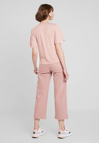 ONLY - ONLSISSY BOW - T-shirt print - misty rose - 2