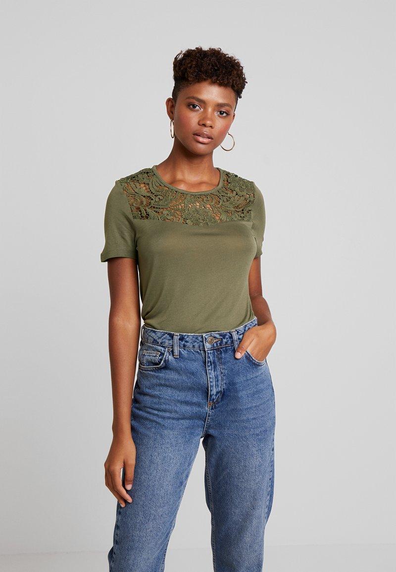 ONLY - ONLALBA MIX - T-shirt con stampa - kalamata