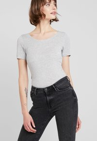 ONLY - ONLCARRIE - Triko s potiskem - light grey melange - 2