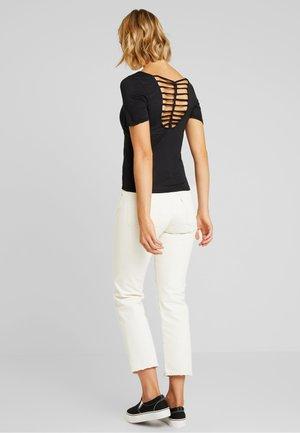 ONLCARRIE - T-shirt imprimé - black