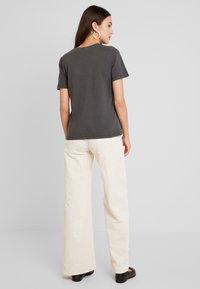 ONLY - ONLONE  V NECK - T-shirt basic - phantom - 2