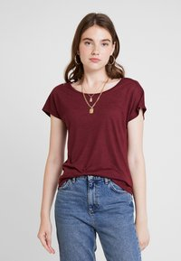 ONLY - ONLELENA - T-shirt med print - tawny port - 0