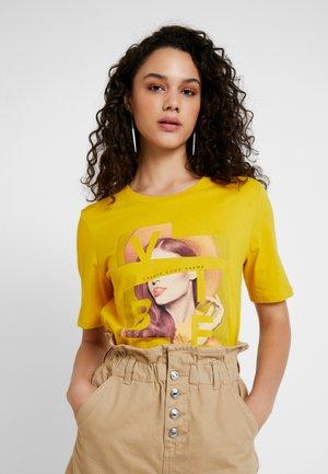 ONLROBINE BOXY PRINT BOX - T-shirts med print - sulphur/vibe