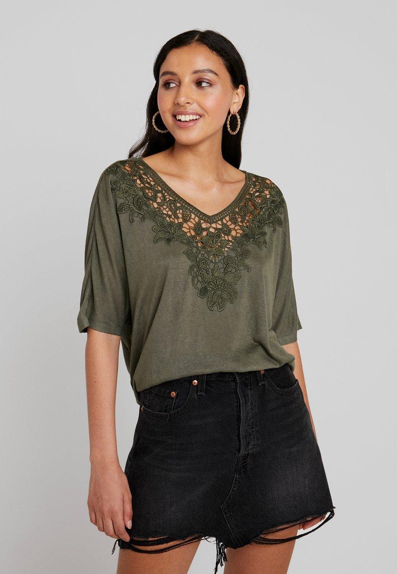 ONLY - ONLCAMI LOOSE CROCHET - T-Shirt print - kalamata
