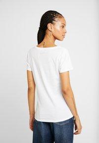 ONLY - ONLPRINCESS - Print T-shirt - white/snow white - 2