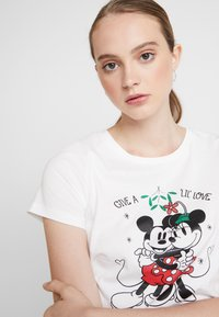 ONLY - ONLDISNEY FIT XMAS TOP BOX CO  - T-shirt con stampa - bright white/love - 3