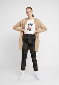 ONLY - ONLDISNEY FIT XMAS TOP BOX CO  - T-shirt con stampa - bright white/love - 1