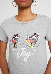 ONLY - ONLDISNEY FIT XMAS TOP BOX CO  - T-shirt z nadrukiem - light grey melange/joy - 4