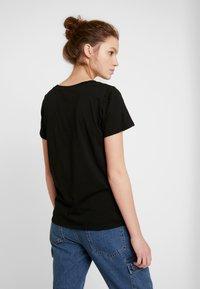 ONLY - ONLROLLING - Camiseta estampada - black - 3