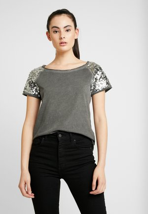 ONLJAMIE SEQUINS - Camiseta estampada - dark grey/silver sequence
