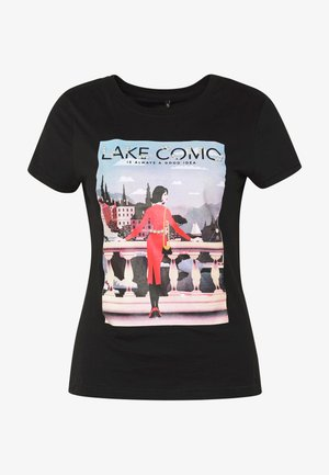 ONLCINDY FIT BOX - T-shirt imprimé - black/lake