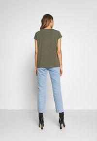ONLY - ONLGRACE  - Basic T-shirt - kalamata - 2