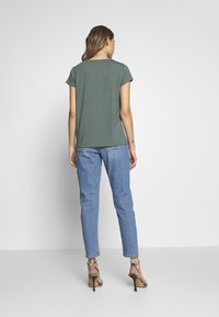 ONLY - ONLGRACE  - Basic T-shirt - balsam green - 2