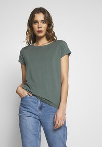 ONLY - ONLGRACE  - Basic T-shirt - balsam green - 0