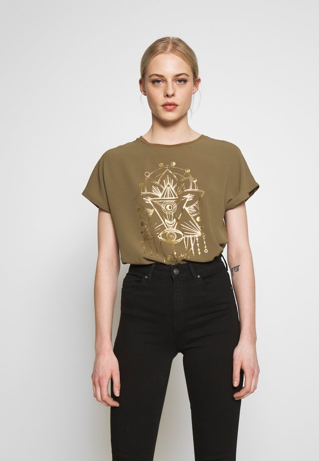ONLCARIN LIFE  - T-shirt print - martini olive