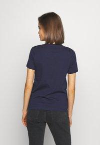 ONLY - ONLKITA LIFE - Print T-shirt - peacoat - 2