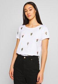 ONLY - ONLKITA BOOSTER - Print T-shirt - white/cactus - 0