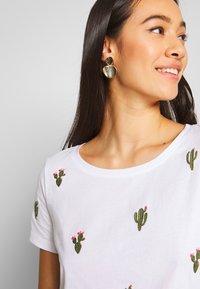 ONLY - ONLKITA BOOSTER - Print T-shirt - white/cactus - 3