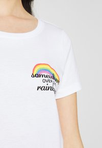 ONLY - ONLKITA BOOSTER - Print T-shirt - white - 4