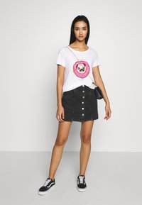 ONLY - ONLKITA BOOSTER - Print T-shirt - white - 1