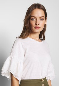 ONLY - ONLCELINA LIFE  - T-Shirt basic - cloud dancer - 3