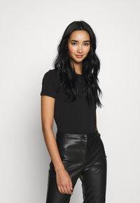 ONLY - ONLMATHILDE ORGANIC - T-shirt imprimé - black - 2