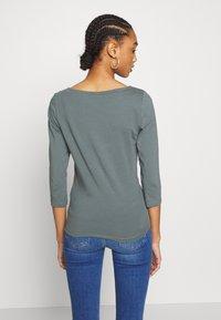 ONLY - ONLFIFI LIFE BOAT NECK - Bluzka z długim rękawem - balsam green - 2