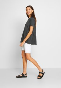 ONLY - ONLALLIE  LONG TEE - T-shirts - black - 1