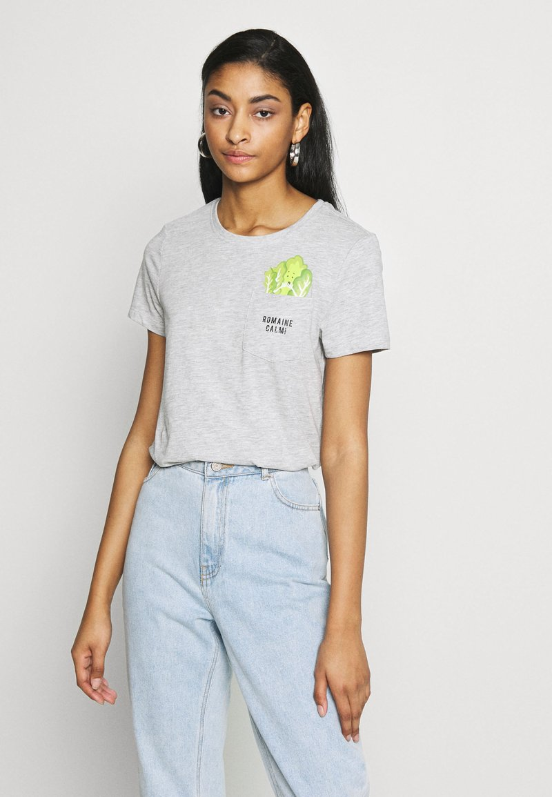 ONLY - ONLPOLLY LIFE - T-shirt con stampa - light grey