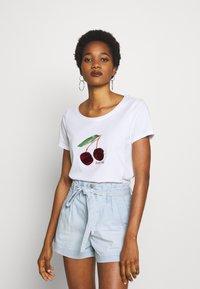 ONLY - ONLKITA - T-shirt print - white/cherry - 0