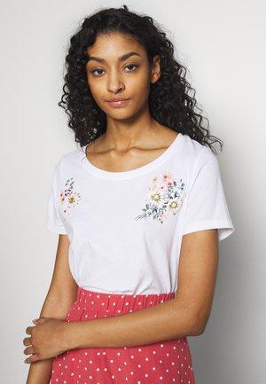 ONLKITA - T-shirts med print - white/flower