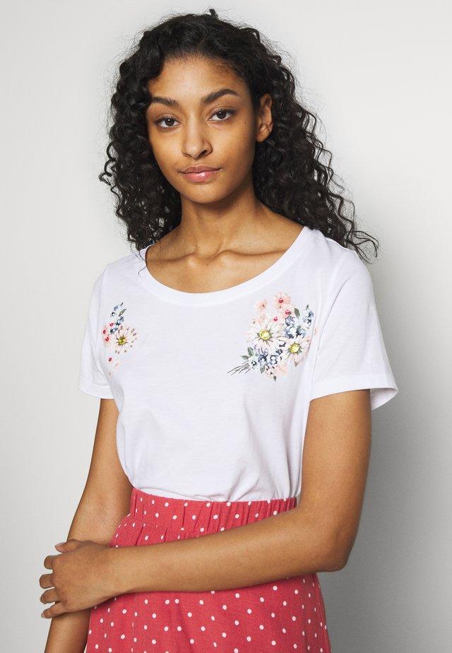 ONLKITA - Camiseta estampada - white/flower