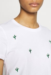 ONLY - ONLKITA LIFE CACTUS BOX - Print T-shirt - bright white/cactus - 4