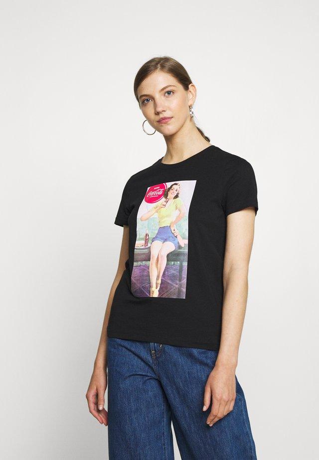 ONLCOKE LIFE REG RETRO BOX - Camiseta estampada - black