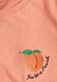ONLY - ONLFRUITY LIFE BOX - Print T-shirt - terra cotta/peach - 2