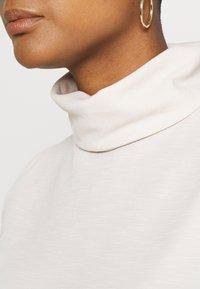 ONLY - ONLLAYLA HIGHNECK  - T-shirt z nadrukiem - pumice stone - 5