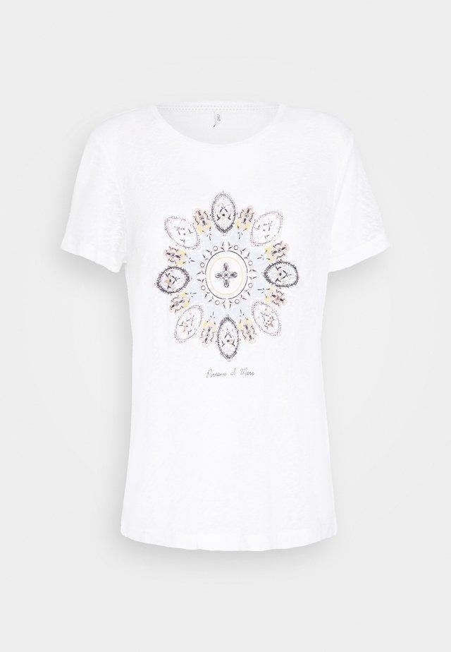 ONLPIPER REG BOX - Camiseta estampada - bright white/mare