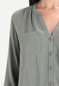ONLY - ONLFIRST POCKET - Camisa - agave green - 3